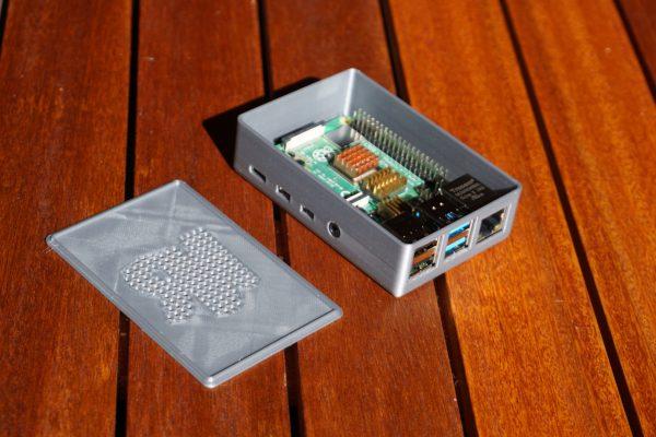 Caja raspi 4 real diseñada en Fusion 360